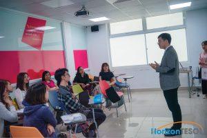 Tạo niềm tin và sự tôn trọng khi đứng trước lớp